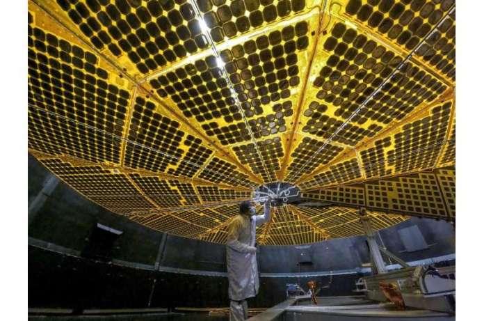 नासा के लुसी ने सफल सौर पैनल तैनाती परीक्षण में अपने पंख फैलाए