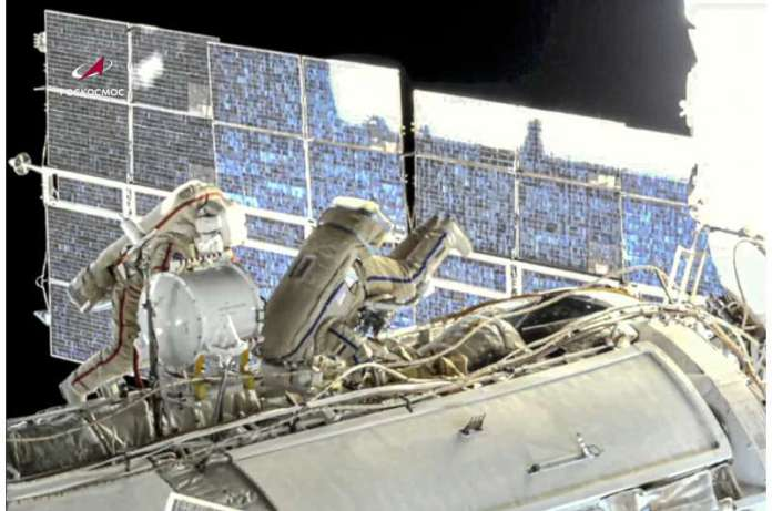 रूसियों ने अंतर्राष्ट्रीय अंतरिक्ष स्टेशन पर 7 घंटे का स्पेसवॉक समाप्त किया