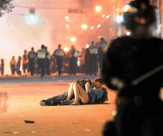https://i2.wp.com/sd-5.archive-host.com/membres/images/164353825412355948/Vancouver-Riot-Kissing-Couple1.jpg