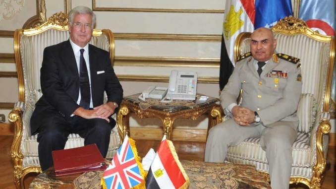 وزير الدفاع البريطاني ونظيره المصري