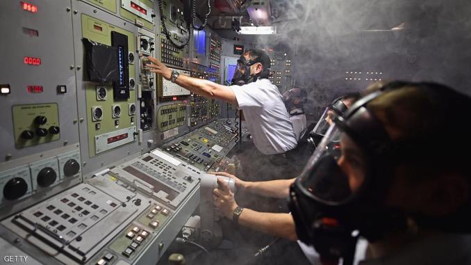 إحدى الاختبارات داخل قمرة غواصة من طراز ترايدنت. أرشيف (رويترز)