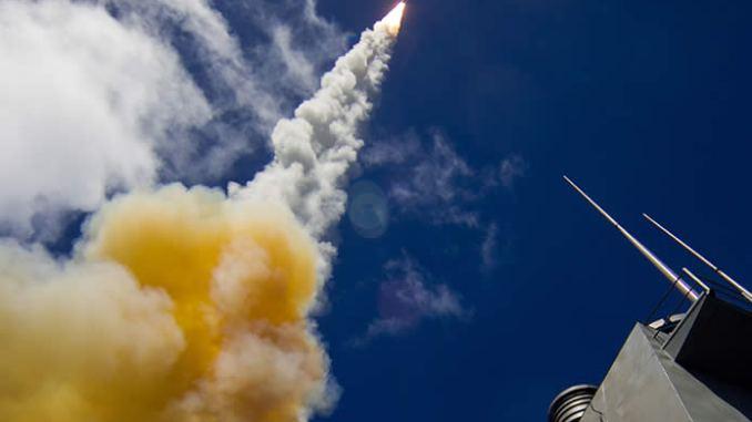 إطلاق صاروخ SM-6