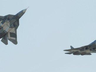 مقاتلتان من نوع تي-50