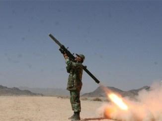 جندي إيراني في وسط الميدان