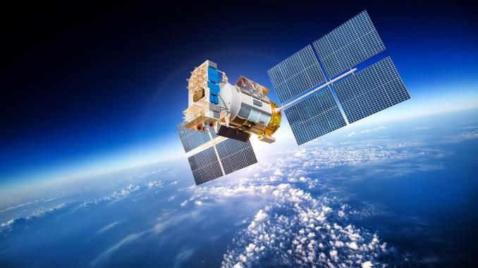 قمر إصطناعي في الفضاء