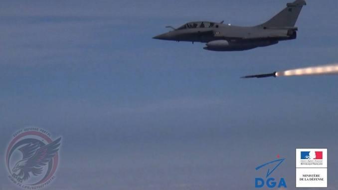 اختبار صاروخ ميتيور على مقاتلة رافال