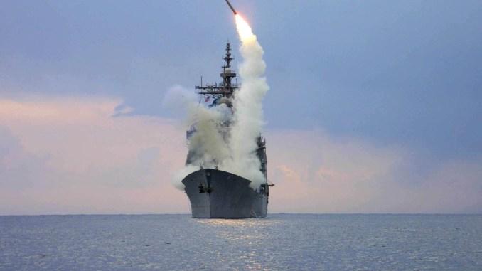 صاروخ توماهوك يُطلق من سفينة