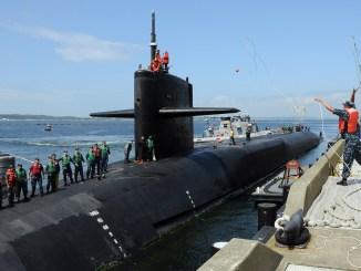 """الغواصة النووية الأميركية """"يو أس أس ميشيغان"""""""