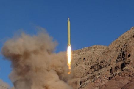 تجربة إطلاق صاروخ باليستي في إيران