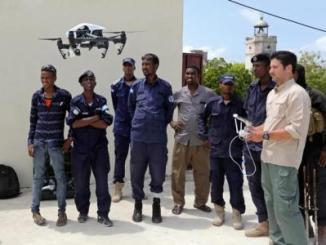 الشرطة الصومالية تتسلم طائرة بدون طيار