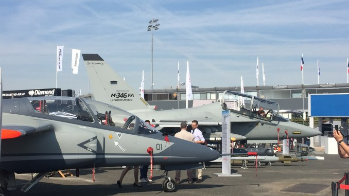 طائرة M-346FA خلال معرض باريس للطيران (صورة حصرية)