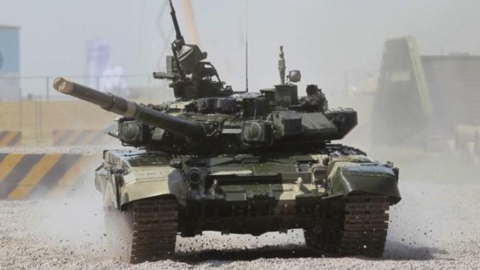 """دبابة روسية من طراز """"ت-90"""""""