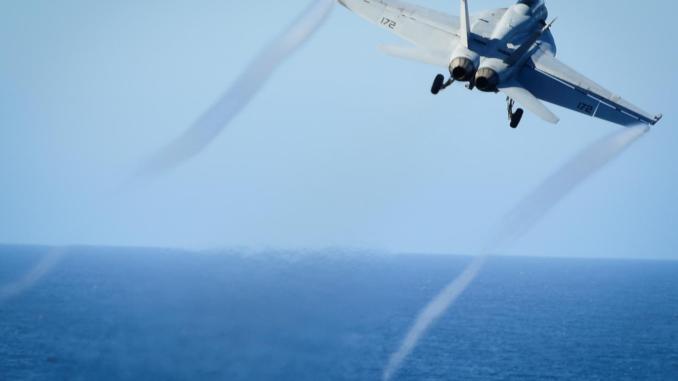 طائرة أف-18 المقاتلة