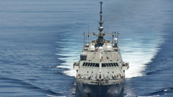 سفينة في بحر الصين الجنوبي