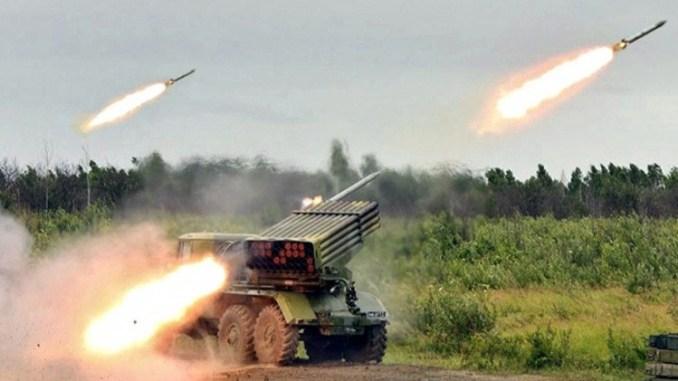 """منظومة """"غراد"""" الصاروخية في تدريبات مكثفة لقوات الدفاع الجوي الروسية عام 2015"""