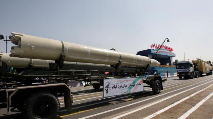 """صاروخ إيراني من نوع """"قيام"""" الذي يُعتقد أنه تم إطلاقه المتمردون اليمنيون على المملكة العربية السعودية، خلال عرض عسكري. فهيد سالمى/AP"""