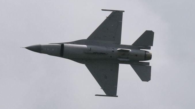 مقاتلة من طراز إف-16