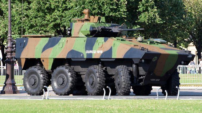 """مركبة قتال مدرعة (VBCI) تابعة للجيش الفرنسي من إنتاج شركة """"نكسنر"""" (Alfvanbeem)"""