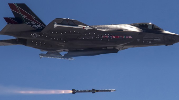 إطلاق صاروخ AMRAAM من مقاتلة إف-35