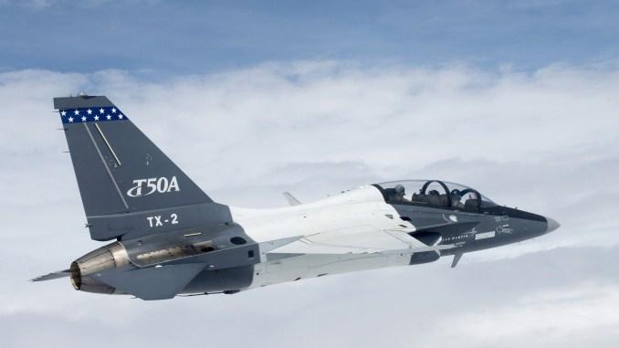 طائرة T-50A تحقق معلماً رئيساً من خلال الوصول إلى 100 ساعة طيران في غرينفيل، ولاية كارولينا الجنوبية. كما تم عرضها في معرض دايتون الجوي في حزيران/يونيو الماضي، ومؤخراً في معرض القاعدة المشتركة أندروز في 15-18 أيلول/سبتمبر الماضي. (شركة لوكهيد مارتن)