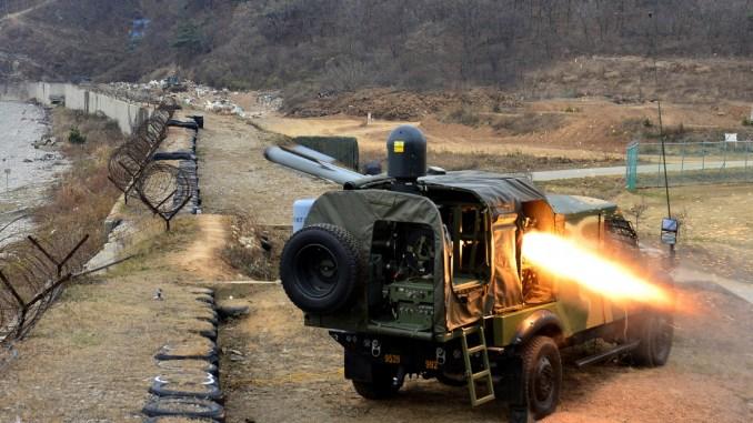"""صاروخ """"سبايك"""" المضاد للدبابات خلال إطلاقه من مركبة وسط تمرين حي (The National Interest)"""