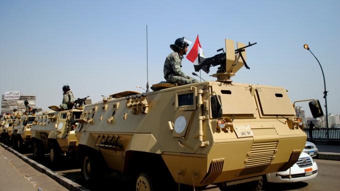 المدرعة فهد 240 التابعة للقوات المسلحة المصرية أثناء احداث ثورة 25 كانون الثاني/يناير وهي مركبة نقل أفراد مدرعة تخدم لدى المشاة والشرطة العسكرية وحرس الحدود