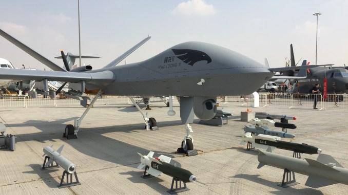 """طائرة """"وينغ لونغ 2"""" من دون طيار خلال مشاركتها في معرض دبي للطيران في تشرين الثاني/نوفمبر 2017 (الأمن والدفاع العربي)"""