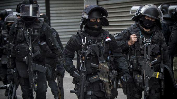 عناصر من وحدة الشرطة الخاصة الفرنسية في شمال باريس في عام 2015