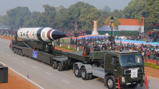 """صاروخ """"آغني-5"""" الهندي يتم عرضه خلال يوم جمهورية الهند في نيودلهي في 23 كانون الثاني/يناير 2013. (AFP)"""