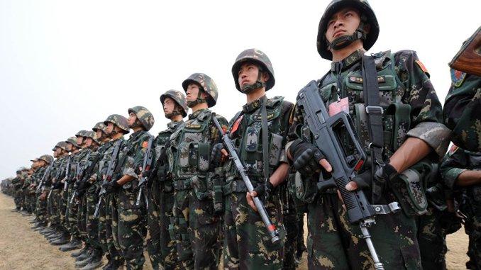 عناصر من القوات المسلحة الصينية خلال مشاركتهم في تدريب عسكري في إسلامآباد في عام 2011