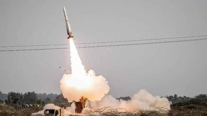 """صاروخ """"صياد-3"""" أرض-جو الإيراني خلال اختبار حيّ في 28 كانون الأول/ديسمبر 2016 ضمن إطار تدريب عسكري واسع النطاق (وكالة تسنيم)"""