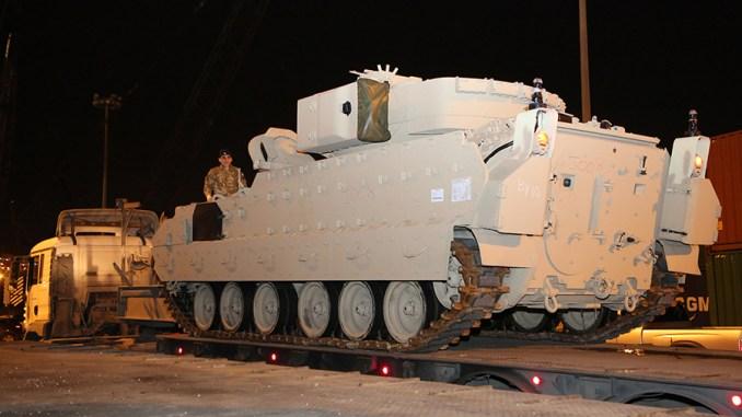 وصول مدرعة برادلي المخصصة للجيش اللبناني إلى مرفأ بيروت في 3 شباط/فبراير الجاري (قيادة الجيش - مديرية التوجيه)