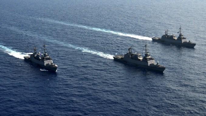 """ثلاث سفن حربية اسرائيلية من نوع """"ساعر 5"""" في رحلة بحرية خلال تدريبات حية في 26 آذار/مارس 2016 (Flickr)"""