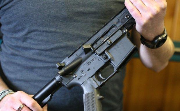 البندقية السوداء AR-15