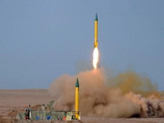 صورة تُظهر اختبار إيران لصواريخ متطوّرة محلية الصنع في صحراء لوط في جنوب شرق إيران، يوم 3 تموز/يوليو 2012 (EPA/Mojtaba Heydari)