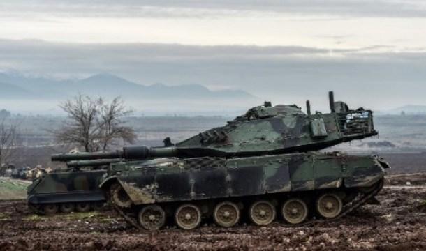 دبابة تركية تشارك في عملية غصن الزيتون في 23 كانون الثاني/ يناير (فرانس برس)