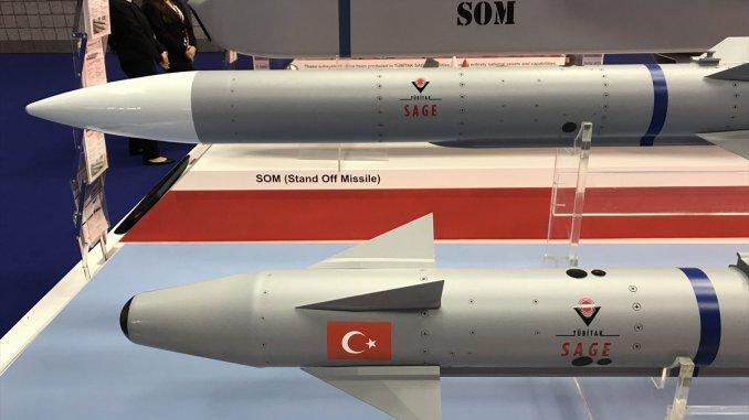 صواريخ SOM من إنتاج المؤسسة الأبحاث العلمية والتكنولوجية التركية (صورة أرشيفية)