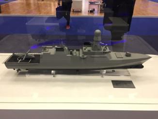 نموذج عن سفينة الكورفيت القطرية في جناح البحرية الأميرية القطرية خلال معرض ديمدكس 2018 (الأمن والدفاع العربي)