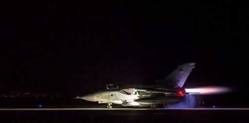 مقاتلة تورنادو تابعة لسلاح الجو الملكي البريطاني عند إنطلاقها من قبرص في 14 نيسان/ أبريل للمشاركة في الضربات الجوية في سوريا ( فرانس برس).