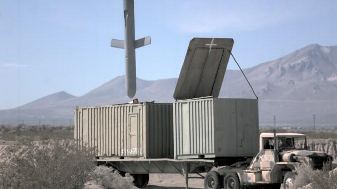 """تتمكّن صواريخ """"توماهوك"""" الأميركية من التحليق في المجالات الجوية المُدافع عنها بشدّة وضرب بدقة أهدافاً عالية القيمة بأقل ضرر ممكن (شركة """"رايثيون"""")"""