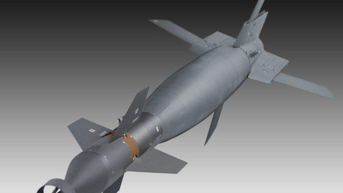 """نموذج عن صاروخ """"بافواي"""" الموجّه بالليزر من إنتاج شركة """"رايثيون"""" (Raytheon)"""