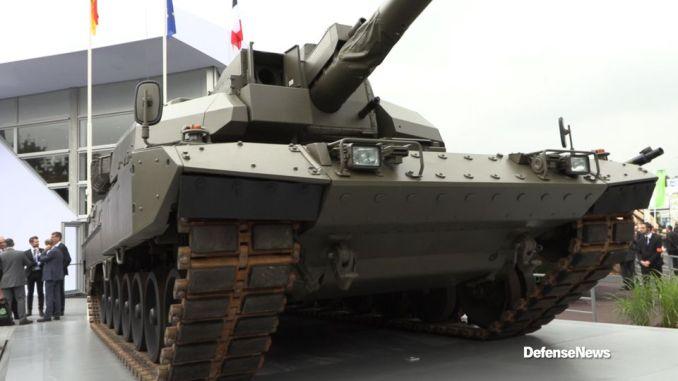 """مفهوم دبابة القتال الرئيسة الأوروبية الجديد (Euro Main Battle Tank) خلال معرض الدفاع الدولي """"يوروساتوري 2018"""" المُقام من 11 إلى 15 حزيران/يونيو 2018 (فريق عمل Defense News)"""