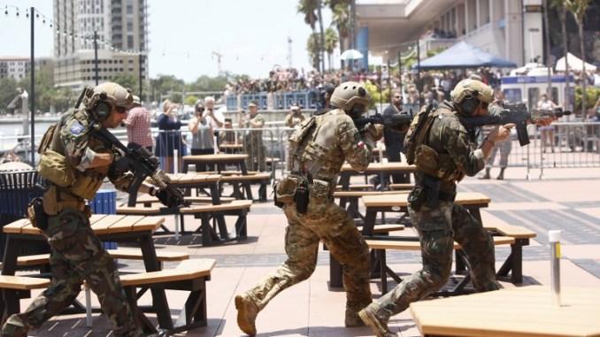 عناصر من القوات الخاصة الأميركية أثناء مشاركتهم في تمرين قدرات قوات العمليات الخاصة الدولية، خلال مؤتمر صناعة قوات العمليات الخاصة (SOFIC) في 23 أيار/مايو 2018 في تامبا ، فلوريدا (AFP)