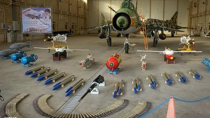 """لقطة لمقاتلة """"سوخوي-22"""" إيرانية مطوّرة خلال حفل إطلاقها في 25 تموز/يوليو الجاري في مدینه شیراز جنوبي إيران (وكالة Mehr الإيرانية("""