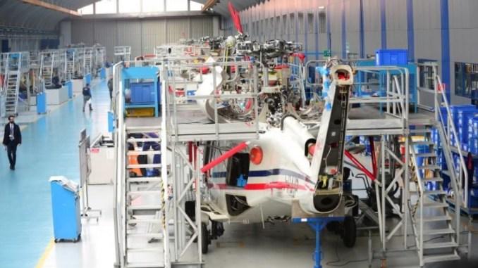 طائرات هليكوبتر أنتجتها شركة ليوناردو الإيطالية في المقر الرئيس للشركة بالقرب من مدينة ميلان الإيطالية يوم 30 كانون الثاني/يناير 2018 (ماسيمو بينكا – رويترز)