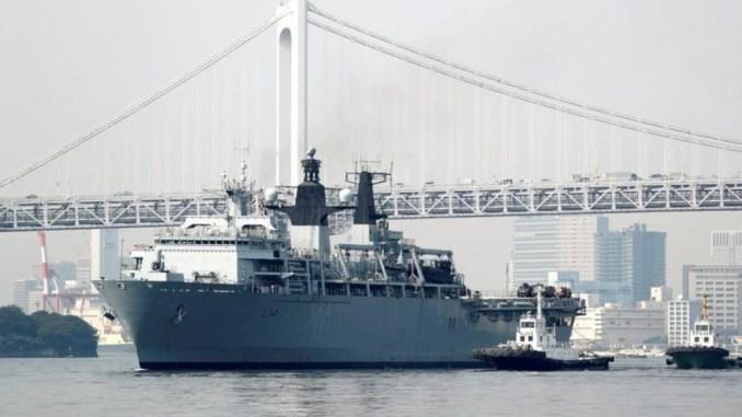 السفينة البرمائية الهجومية (ألبيون) التابعة للبحرية الملكية البريطانية لدى وصولها إلى طوكيو في 3 آب/أغسطس 2018 (وكالة رويترز)
