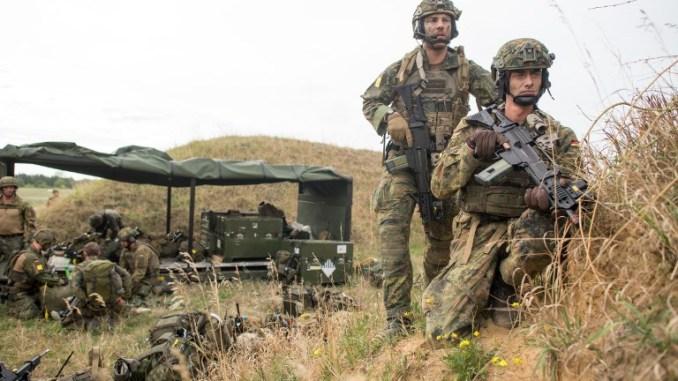أعضاء من فرقة القوات السريعة (DSK) يشاركون في تمرين الإجلاء العسكري Fast Eagle 2018 للقوات المسلحة الألمانية في 10 أيلول/سبتمبر 2018 في مطار بورستيل، ألمانيا (AFP)