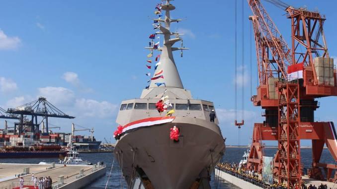 """لقطة من تدشين القوات البحرية المصرية أول فرقاطة محلية الصنع من طراز """"غويند"""" التي تم بناؤها بشركة ترسانة الإسكندرية (المتحدث الرسمي للقوات المسلحة المصرية)"""