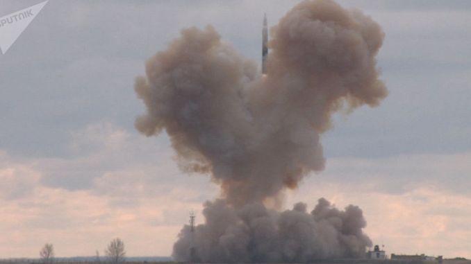 """إطلاق صاروخ """"أفانغارد"""" فرط الصوتي الروسي (وزارة الدفاع الروسية- صورة أرشيفية)"""