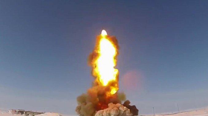 القوات الجوية الفضائية الروسية خلال اختبار صاروخ (صورة أرشيفية)